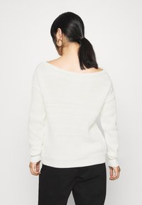 Missguided Petite - OPHELITA OFF SHOULDER JUMPER - Trui - off-white - 2