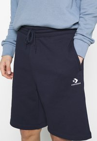 Converse - EMBROIDERED STAR CHEVRON - Shorts - obsidian - 4