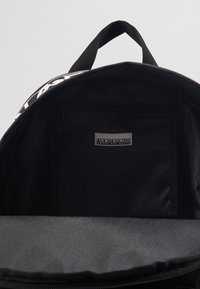 Napapijri - HAPPY DAYPACK - Rucksack - black - 2