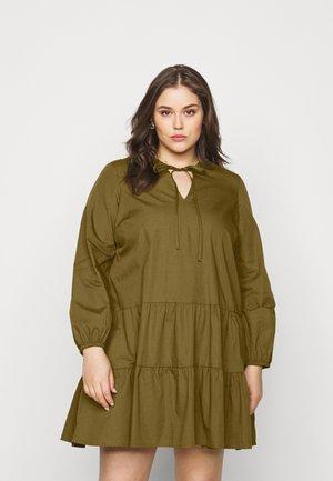 VMOLLA - Vestido informal - fir green