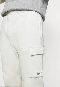 Nike Sportswear - PANT  - Träningsbyxor - light bone - 6