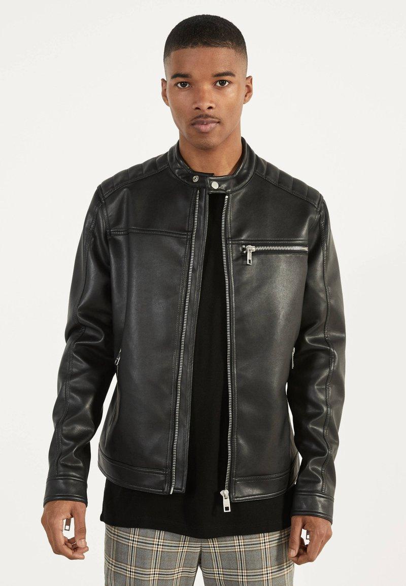Bershka - BIKERJACKE AUS KUNSTLEDER 01291109 - Leather jacket - black