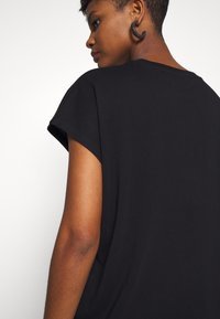 Weekday - BREE - Basic T-shirt - black - 5