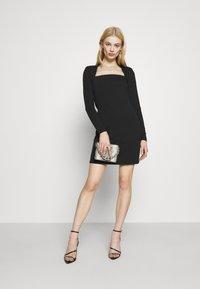 Even&Odd - PADDED SHOULDER DRESS - Žerzejové šaty - black - 1