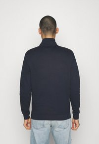 Tommy Jeans - TONAL LOGO MOCK NECK - Sweatshirt - twilight navy - 2
