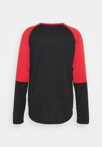 Oakley - SWITCHBACK TRAIL TEE - Long sleeved top - blackout - 1