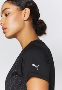 Puma - RUN GRAPHIC TEE - Camiseta estampada - black - 3