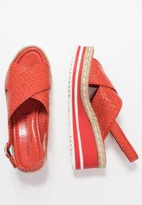 Pons Quintana - Platform sandals - coral - 3