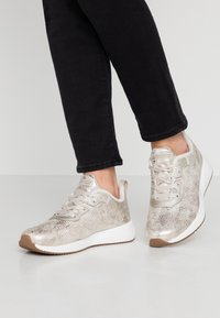 Skechers Sport - BOBS SQUAD - Trainers - champagne - 0