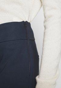 NAF NAF - EAVENUE - Kalhoty - bleu marine - 5