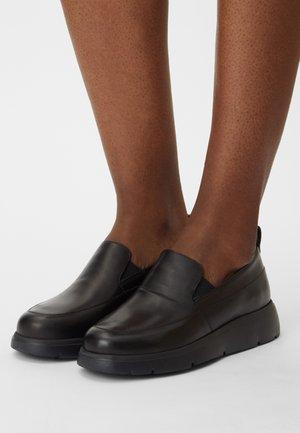 ARLARA - Nazouvací boty - black