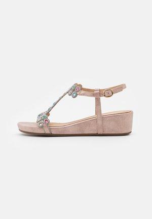 Sandály na klínu - lisboa rose
