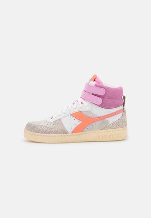 MAGIC BASKET MID ICONA - Sneakers hoog - cantaloupe/pastel lavander