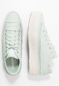 Converse - CHUCK TAYLOR ALL STAR - Sneakersy niskie - green oxide/white/natural - 3
