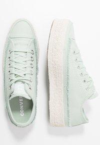 Converse - CHUCK TAYLOR ALL STAR - Joggesko - green oxide/white/natural - 3