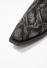 Lazamani - Kovbojské/motorkářské boty - black - 2