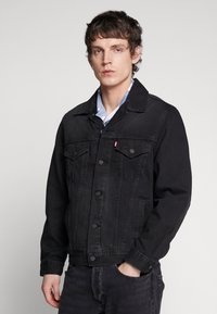 Levi's® - VINTAGE FIT TRUCKER UNISEX - Kurtka jeansowa - black trucker - 0