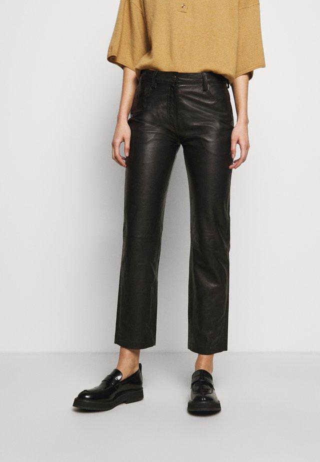 NAOKO - Pantalon en cuir - black