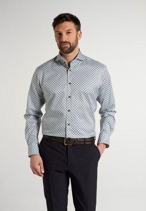 MODERN FIT - Shirt - mint/blau