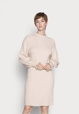 YASPALIA DRESS - Sukienka dzianinowa - eggnog