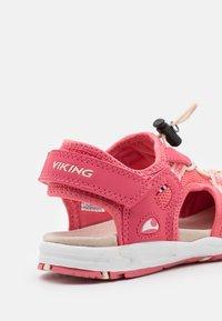Viking - THRILL UNISEX - Sandalias de senderismo - fuchsia/dark pink - 5