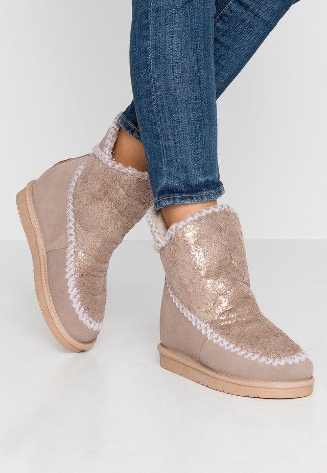 Wedge Ankle Boots - sand
