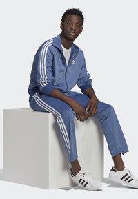 adidas Originals - FIREBIRD ADICOLOR PRIMEBLUE ORIGINALS - Training jacket - crew blue - 5