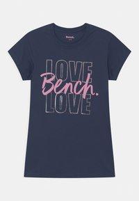 Bench - LARISAL 3 PACK - Camiseta estampada - pink/navy/white - 2