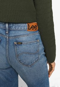 Lee - MOM  - Straight leg jeans - worn in luther - 6