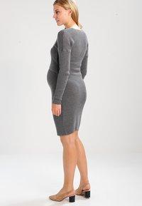 Anna Field MAMA - Stickad klänning - anthracite - 2