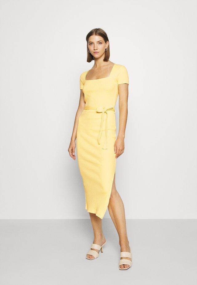 SQUARE NECK MIDI DRESS - Shift dress - yellow