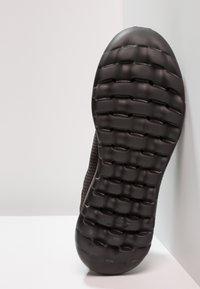 Skechers Performance - GO WALK MAX - Chaussures de course - black - 4