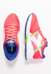 Diadora - MYTHOS BLUSHIELD ELITE 3 - Neutral running shoes - fluo lava/white - 0