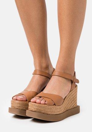 CAUCA - Sandály na vysokém podpatku - tan