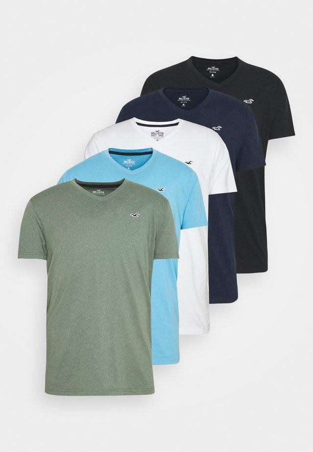 5 PACK - T-shirt con stampa - white/blue/sage/navy/black