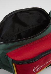 Karl Kani - SIGNATURE BLOCK WAIST BAG - Heuptas - red/green/yellow - 2