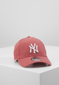 New Era - LEAGUE ESSENTIAL 9FORTY - Cap - red - 0