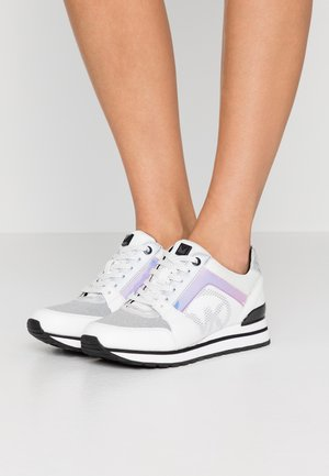 BILLIE TRAINER - Zapatillas - optic white/multicolor
