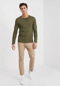 Benetton - BASIC CREW NECK - Bluzka z długim rękawem - olive - 1
