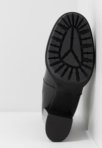 KARL LAGERFELD - VOYAGE GORE BOOT - High heeled ankle boots - black - 6
