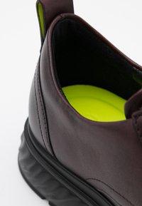 ECCO - ST. 1 HYBRID LITE - Sznurowane obuwie sportowe - syrah - 3