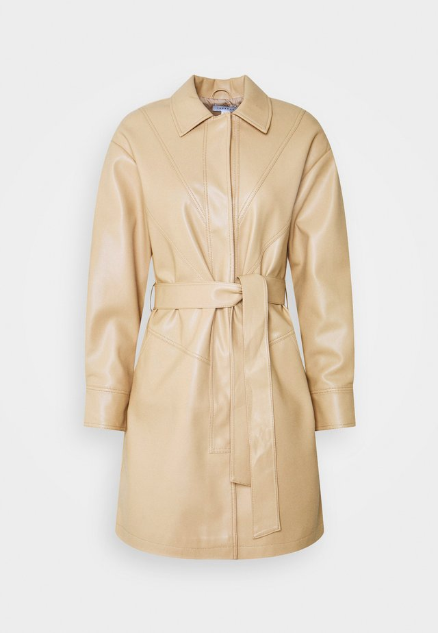 SEAMED SHACKETT - Short coat - buttermilk