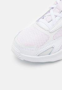 Nike Sportswear - AIR MAX BOLT  - Tenisky - light violet/crimson bliss/white/platinum tint - 5