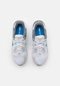 Nike Performance - RENEW RUN 2 - Neutrala löparskor - photon dust/photo blue/smoke grey/white - 3