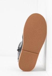 Walnut - BURROW - Classic ankle boots - black - 4