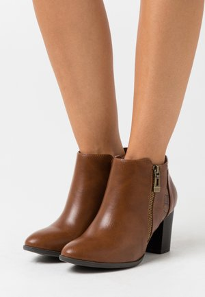 WIDE FIT WATERFALL - Ankle boots - tan