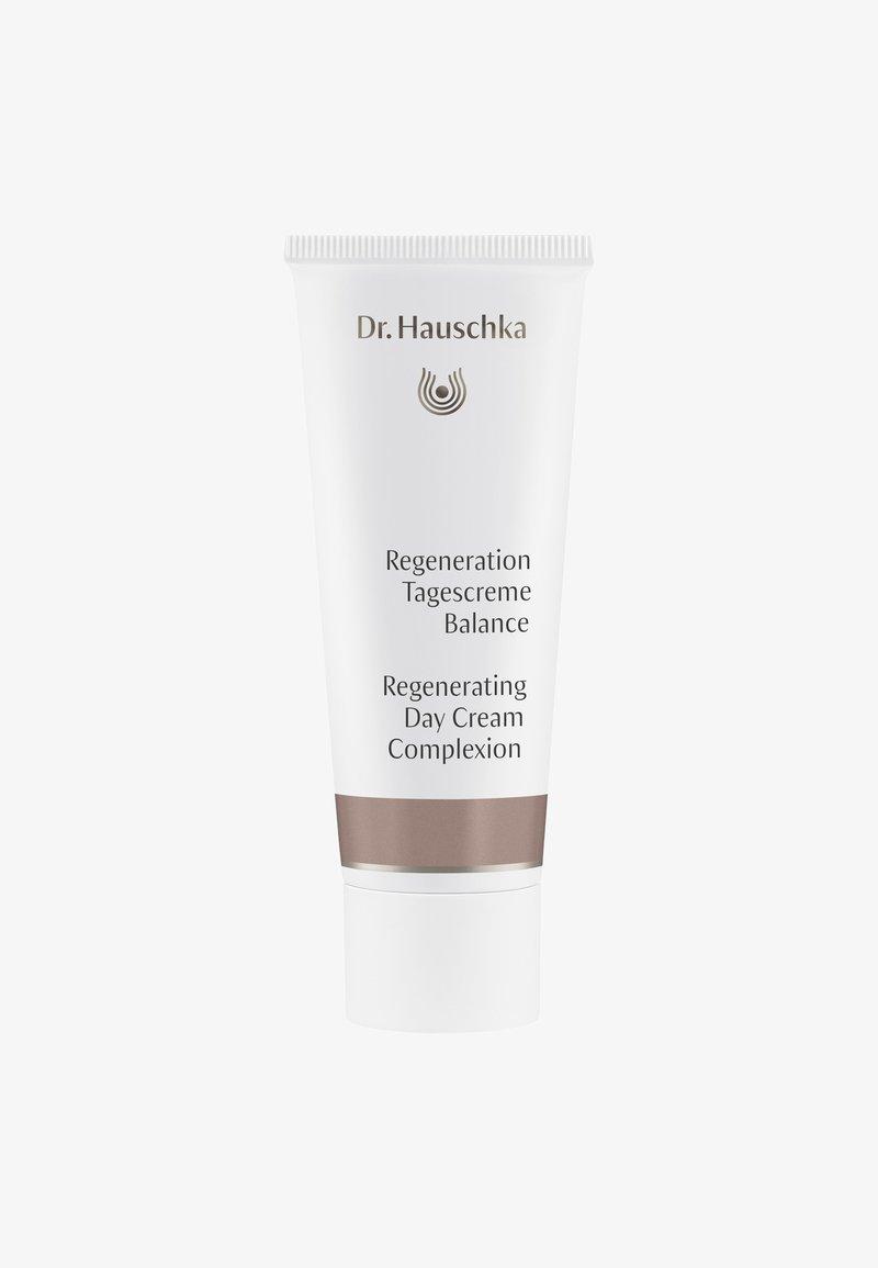 Dr. Hauschka - REGENERATION DAY CREAM COMPLEXION - Face cream - -
