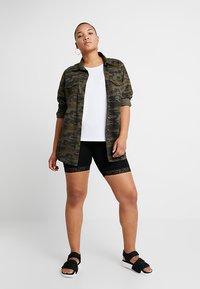 ONLY Carmakoma - CARTIME SHORTS  - Shorts - black - 1