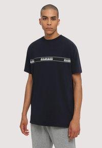 Napapijri - SAGAR - T-shirt med print - dark blue - 0