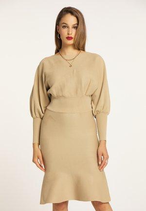 Gebreide jurk - kamel